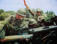 Artillery crew of the Albanian People's Army. Albanian People, Warsaw Pact, Socialist Realism, Modern Pictures, Military Weapons, Cold War, Military History, Armed Forces, Image