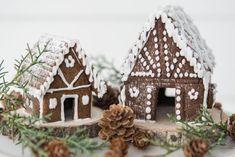 White Gingerbread House, Graham Cracker Gingerbread House, Gingerbread House Template, Christmas Gingerbread, Gingerbread Houses, Christmas 2017, All Things Christmas, White Christmas, Christmas Gifts
