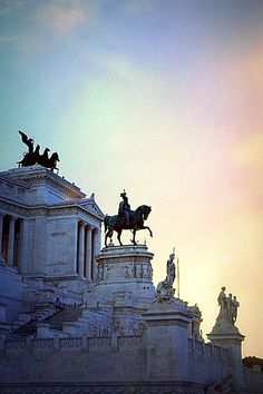 (Chapter 5) The quadriga, or chariot, is at the top of this building