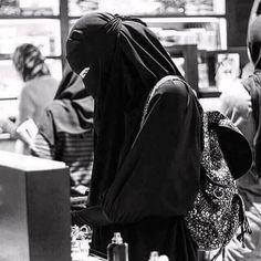 Hijab Hipster, Hijab Dp, Hijab Niqab, Mode Hijab, Hijab Outfit, Arab Girls Hijab, Muslim Girls, Muslim Couples, Black Hijab