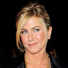 How old is Jennifer Aniston? Her age isn't evident in photos of the actress, who looks forever young. Jennifer Aniston's movies and TV. Whispy Hair, Strong Jawline, Jennifer Aniston Hair, Beautiful Hair Color, Inspirational Celebrities, Twist Hairstyles, Updos, Her Hair, Hair Clips