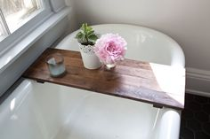 Perfect rustic bathtub tray / caddy for your antique clawfoot and standard tub. It is very useful in case you like reading or enjoy a glass of wine