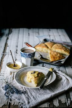 Sweet treats: Buttermilk, Cornmeal, & Brown Butter Scones with Lavender Peach Curd from Local Milk - easy delicious kid-friendly recipes for picnics, gatherings, and brunches. Mini Desserts, Peach Scones, Lavender Scones, Local Milk, Brown Butter, Saveur, So Little Time, Breakfast Recipes, Breakfast Tea