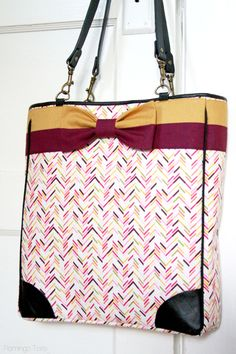 FREE Sewing Pattern - DIY Fall Bow Tote from FlamingoToes.com