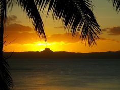 How to Live the Dream: Jaw-Dropping Travel Picture of Tonight's Sunset in Fiji