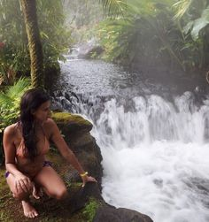 There are five different springs in Tabacon. The temperatures in the springs range between 25 and 50 degrees celsius. A hot river (heated by the volcano) Tabacon Hot Springs, Costa Rica, Exploring, Places To Visit, World, Outdoor Decor, The World, Places Worth Visiting, Earth