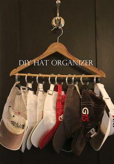 House Dressing Style: DIY Hat Organizer using inexpensive plastic shower curtain rings & a hanger! Hat Organization, Bathroom Organization, Diy Organizer, Small Closet Organization, Organizar Closet, No Closet Solutions, Ideas Prácticas, Decor Ideas, Good Ideas