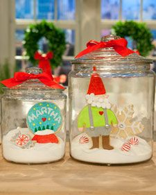 Centerpiece How-To  1. Fill jar approximately 1/4 full with sugar.  Cookie centerpiece  Bury plate stands, one for each cookie, in sugar for support. Position cookies on stands. Place small candies in sugar around cookies for extra pops of color, if desired. Cover jar with lid.