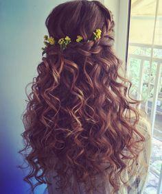 סוזי אריאל איפור ועיצוב שיער 054-2377758  איפור כלות עדין טבעי * איפור מקצועי * עיצוב שיער לכלה *תסרוקות כלה *תסרוקת עדינה * פרחים לשיער Makeup * hair * beauty * bridal makeup *  * Suzy Ariel *bridal hair  תלתלים Quince Hairstyles, Down Hairstyles, Wedding Hairstyles, Quinceanera Hairstyles, Homecoming Hairstyles, Wedding Hair Down, Wedding Hair And Makeup, Bridal Makeup, Bridesmaid Hair