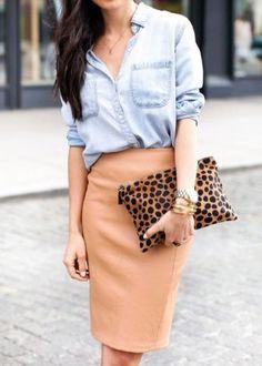 Вещи из джинсы уже давно и прочно вошли в наш гардероб и активно используются для создания эффектных образов. Какие юбки носят с джинсовой рубашкой? Советы стилистов и модные образы.