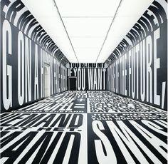 Barbara Kruger: «Past / Present / Future», 2010, Digitaldruck auf Vinyl. Installation im Ehrensaal des Stedelijk-Museums.