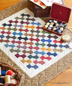 Mini quilt patterns - Free Patterns for Mini Quilts – Mini quilt patterns Small Quilts, Mini Quilts, Easy Quilts, Quilting Projects, Quilting Designs, Dollhouse Quilt, Mini Quilt Patterns, Quilting Patterns, Tatting Patterns