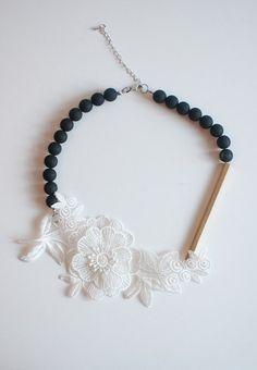 白色蕾絲黑色項鍊