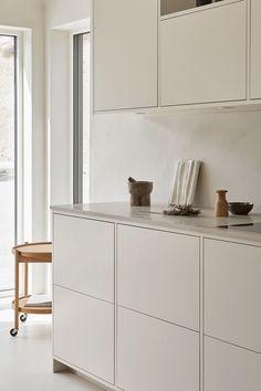 Nordic Kitchen, Home Decor Kitchen, Kitchen Furniture, New Kitchen, Country Kitchen Designs, Best Kitchen Designs, Shaker Kitchen, White Kitchen Cabinets, Open Plan Kitchen