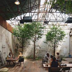 ☕ Photo by @yoribogo_ 서울에서 최고 멋진 카페는 어디인가요? 댓글로 추천해주세요! Which coffee shop did…