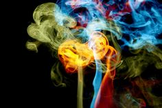20 dk high :D Smoke Art, Up In Smoke, Neon Rainbow, Rainbow Colors, Liquid Smoke, Colored Smoke, Smoke And Mirrors, Pretty Pictures, Pretty Pics