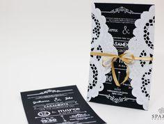 Convite branco e preto com papel Doilie, lindo modelo e muito econômico, impressão em serigrafia branca. http://spazioconvites.com.br/portfolio/amsterdam/