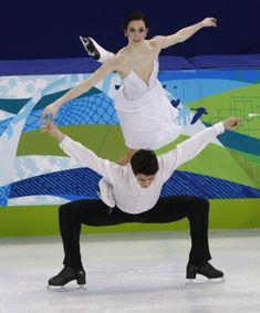Virtue & Moir to lead Team Canada as PyeongChang 2018 flag bearers Virtue And Moir, Tessa Virtue Scott Moir, Ice Skating, Figure Skating, Ice Dance Dresses, Tessa And Scott, Lyrical Dance, Partner Dance, Artistic Gymnastics