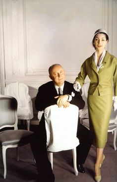 Photo by Christian Clarke, Christian Dior and model Renee in The House of Dior Couture Salon. Christian Dior Vintage, Vintage Dior, Vintage Couture, Mode Vintage, Vintage Glamour, Vintage Vogue, Dior Fashion, 1950s Fashion, Vintage Fashion