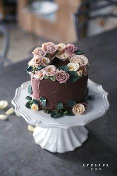 Chocolate and hazelnut cake - HQ Recipes Pretty Cakes, Cute Cakes, Beautiful Cakes, Amazing Cakes, Bolo Floral, Floral Cake, Super Torte, Buttercream Flower Cake, Hazelnut Cake
