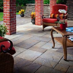 See Belgard's collection of concrete and brick pavers. Explore elegant stone patio pavers, concrete driveway pavers, paver walkways, and hardscape paving stones. Patio Pavé, Paver Stone Patio, Patio Slabs, Paver Walkway, Patio Tiles, Outdoor Tiles, Patio Flooring, Outdoor Decor, Outdoor Living