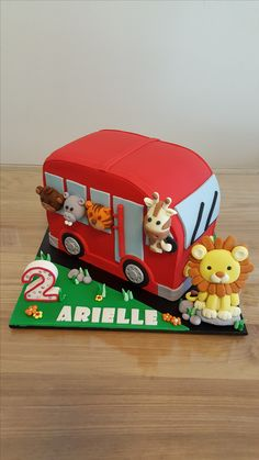 Jungle animals on a bus cake - Baby Wear 2nd Birthday Cake Boy, 2 Year Old Birthday, 2nd Birthday Party Themes, Birthday Bbq, Second Birthday Ideas, Cakes For Boys, Cake Kids, Bus Cake, Wheels On The Bus
