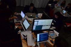 Ambiance, la team @Griff_online au travail.