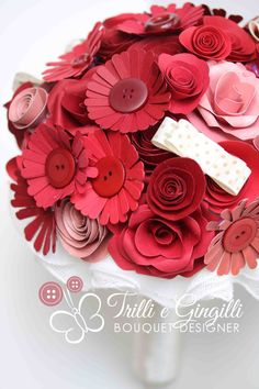 Bouquet Rosso fiori di carta e bottoni - red flowers paper bouquet by Trilli e Gingilli