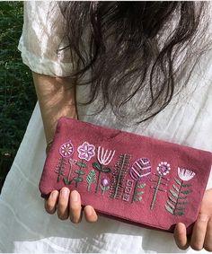 Tienda Online Heard the hand wallet, bolso de tela hecho a mano DIY material de producción Paquete de estilo europeo bordado cartera kit bordado Embroidery On Clothes, Embroidery Bags, Crewel Embroidery, Vintage Embroidery, Embroidery Patterns, Diy Bag Designs, Lazy Daisy Stitch, Fabric Bags, Cloth Bags
