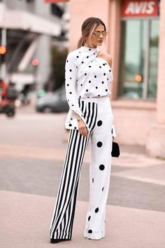 Polka dots and stripes - black and white fashion palazzos de moda, moda para damas Dots Fashion, White Fashion, Fashion Outfits, Fashion Trends, Womens Fashion, Fashion Clothes, Trendy Fashion, Spring Fashion, Style Fashion