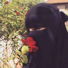 ️❤️❤️❤️ Ve bir de bu arzuyla yawayan xanimlar var. Hijab Niqab, Muslim Hijab, Hijab Chic, Mode Hijab, Anime Muslim, Arab Girls Hijab, Muslim Girls, Hijabi Girl, Girl Hijab