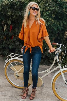 44 Flawless Summer Outfits Ideas For Women - Clever information and facts. classy Summer Outfits For Women Check the webpage to learn more classy Summer Outfits For Women Source by - Fall Fashion Trends, Women's Summer Fashion, Autumn Fashion, Classy Summer Outfits, Summer Outfits Women Over 40, Summer Clothes For Women, Fall Outfits, Winter Tops For Women, Ladies Outfits