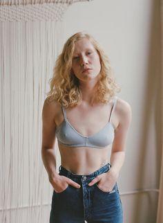 Conçue et cousue localement (en Californie et Caroline du Nord), la chouette lingerie Pansy mixe sobriété, confort et coton organique. Interview de Laura Schoorl, la... #cartonmagazine