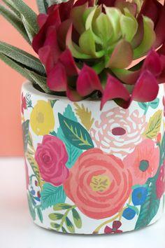 Super coolen Blumentopf selber machen l DIY Tattoo Printed Planter Flower Pot Art, Flower Pot Design, Painted Plant Pots, Painted Flower Pots, Diy Tattoo, Diy Home Crafts, Garden Crafts, Pottery Painting, Ceramic Painting