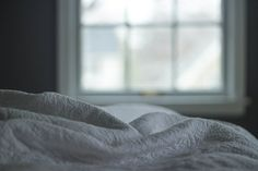 Shelter-in-a-Place You Love: CL Designs' Spring 2020 Guide to Home Interior Design & Styling White Bedding, Linen Bedding, Bed Linens, Bedding Sets, Residence Senior, Bed Bugs, Getting Out Of Bed, Weighted Blanket, Sensory Blanket