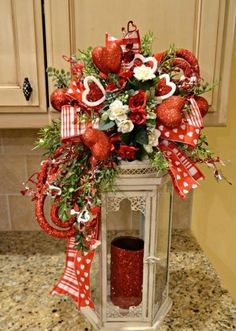 36 Best DIY Rustic Decoration Idea for Valentine Party Valentine's Day is no exception! Here are DIY rustic decoration idea for Valentine that will give you some inspiration to […] Valentine Day Table Decorations, Diy Valentine's Day Decorations, Valentine Day Wreaths, Valentine Day Crafts, Holiday Crafts, Valentine Party, Decor Ideas, Valentine Ideas, Valentine Flowers
