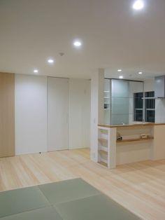 Busca imágenes de diseños de Salas estilo moderno de 北村大作建築設計事務所. Encuentra las mejores fotos para inspirarte y crear el hogar de tus sueños.