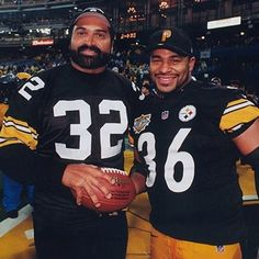 Franco Harris and Jerome Bettis of the Pittsburgh Steelers. Pittsburgh Steelers Wallpaper, Pittsburgh Steelers Players, Steelers Pics, Pittsburgh Sports, Nfl Football, Steelers Stuff, Steelers Helmet, Football Memes, Pitsburgh Steelers
