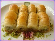 This tasty, and very sweet, Turkish dessert is reminiscent of Greek baklava. Turkish Sweets, Greek Sweets, Greek Desserts, Turkish Dessert, Greek Baklava, Turkish Baklava, Pastry Recipes, Dessert Recipes, Cooking Recipes