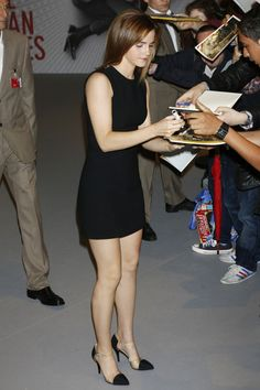 Emma Watson Photos - Actress Emma Watson attends 'The Bling Ring' press conference during the 66th Annual Cannes Film Festival at Palais des Festival on May 16, 2013 in Cannes, France. - Emma Watson Signs Autographs in Cannes