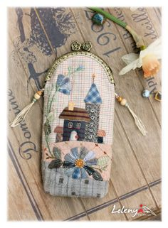 Cases for glasses - beautiful ideas Japanese Patchwork, Patchwork Bags, Quilted Bag, Wool Applique, Applique Quilts, Sacs Tote Bags, House Quilts, Penny Rugs, Glasses Case