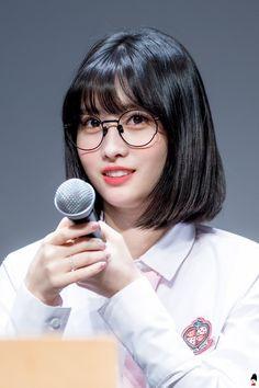 dedicated to female kpop idols. Nayeon, Tofu, Short Bangs, Hirai Momo, Fancy Hairstyles, Ulzzang Girl, South Korean Girls, Girl Crushes, Kpop Girls