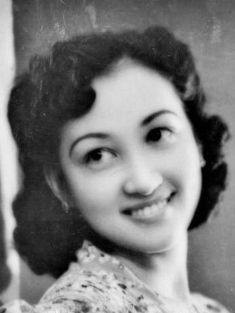Carmen Rosales (born Januaria Constantino Keller) was once the highest paid Filipina film actress, 1940s #kasaysayan #HERstory Filipina Actress, Constantino, Early Education, Pinoy, Elementary Schools, 1940s, Philippines, Memories, Actresses