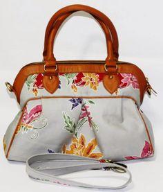 Batik Ria: Tas Batik dengan kulit sapi