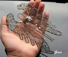 Wire Crafts, Jewelry Crafts, Burlap Christmas, Christmas Crafts, Diy Angel Wings, Wire Ornaments, Beaded Angels, Peacock Art, Angel Crafts