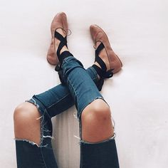 RIPPED JEANS x LACE UP PUMPS ➖because every girl has wanted to be a ballerina right?!!.. new post on styling the new IT shoes and my pick of the best buys on the high street (in time for Black Friday!) on Huesofwhite.com (link in bio), go check it out and you can now shop the post here➖http://liketk.it/2pG4i ➖@liketoknow.it #liketkit .. .. .. .. .. #fashion #fashionblogger #fashionstylist #fashionista #fashiondiaries #fashionstyle #fashionphotography #fashiongram #styleblog #stylist…