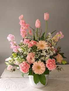 Spring Flower Arrangements, Beautiful Flower Arrangements, Flower Centerpieces, Flower Vases, Flower Decorations, Flower Art, Floral Arrangements, Beautiful Flowers, Table Flowers