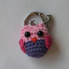 Keychain Amigurumi Owl ~ Free Pattern ( Scroll Down for the English version) Owl Crochet Patterns, Crochet Birds, Owl Patterns, Cute Crochet, Amigurumi Patterns, Crochet Keychain Pattern, Owl Keychain, Crochet Patron, Crochet Gratis