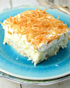 These Coconut Cream Pie Bars are the perfect choice when you need to feed a crowd. They're made from scratch and in a 9 X 13 inch baking dish. Coconut Desserts, Just Desserts, Delicious Desserts, Yummy Food, Coconut Recipes, Icebox Desserts, Coconut Candy, Potluck Desserts, Coconut Bars