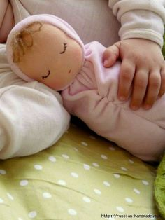 Learn how to make a diy Waldorf inspired doll and make one for the little one in. - Learn how to make a diy Waldorf inspired doll and make one for the little one in your life for Chri - Sock Dolls, Doll Toys, Baby Dolls, Doll Crafts, Diy Doll, Sewing For Kids, Baby Sewing, Softies, Doll Tutorial